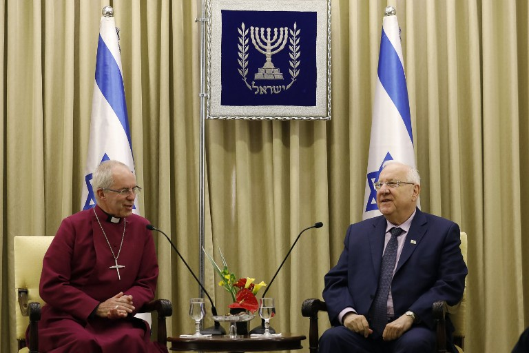 President Reuven Rivlin meets Archbishop of Canterbury Justin Welby at the presidential compound in Jerusalem on May 9, 2017. (AFP PHOTO / GALI TIBBON)