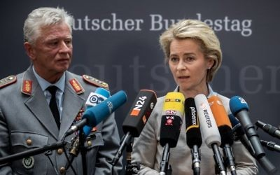 German Defense Minister Ursula von der Leyen (R) and Volker Wieker, inspector general of the German armed forces Bundeswehr, give a statement on May 10, 2017 in Berlin, after von der Leyen was questioned by a parliamentary investigation committee.(AFP PHOTO / dpa / Michael Kappeler)