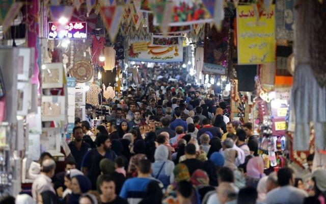 Iranians shop in the Grand Bazaar in southern Tehran's Molavi neighbourhood on May 11, 2017 (AFP PHOTO / ATTA KENARE)