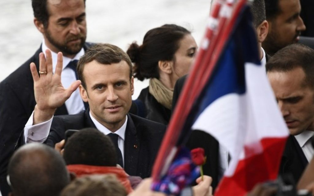 French President Emmanuel Macron greets people after laying a wreath of flower on the unknown Soldier's tomb at the Arc of Triomphe monument after his formal inauguration ceremony as French President on May 14, 2017 in Paris. (AFP PHOTO / Martin BUREAU)
