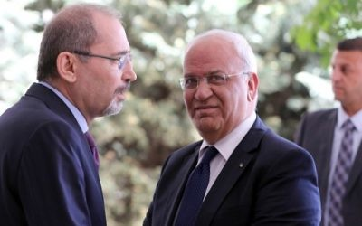 Palestinian chief negotiator and Secretary General of the Palestine Liberation Organisation (PLO) Saeb Erekat, right, is greeted by Jordanian Foreign Minister Ayman al-Safadi upon his arrival at the Foreign Ministry in the Jordanian capital Amman on May 14, 2017. (AFP/ Khalil MAZRAAWI)