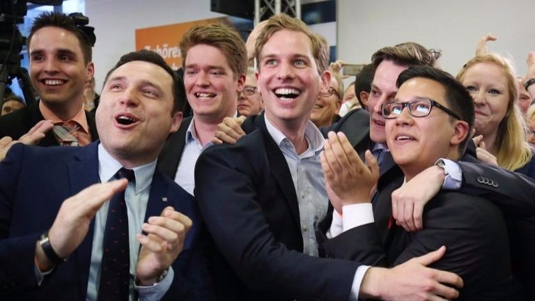 Supporters of the Christian Democratic Union (CDU) react on the first results on May 14, 2017 in Duesseldorf, western Germany, after the North Rhine-Westphalia state elections. (Oliver Berg / dpa / AFP)