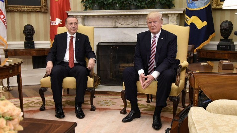 US President Donald Trump meets with Turkish President Recep Tayyip Erdogan in the Oval Office of the White House on May 16, 2017. (AFP Photo/Olivier Douliery)