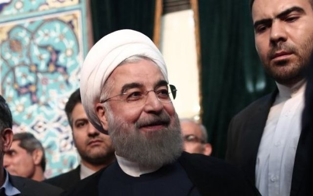 Iranian President and presidential candidate Hassan Rouhani casts his ballot for the presidential elections at a polling station in Tehran on May 19, 2017. (AFP PHOTO / Behrouz MEHRI)