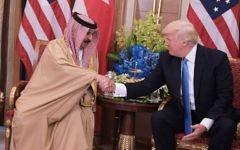 US President Donald Trump (R) and Bahrain's King Hamad bin Isa Al Khalifa take part in a bilateral meeting at a hotel in Riyadh on May 21, 2017. (AFP PHOTO / Mandel NGAN)