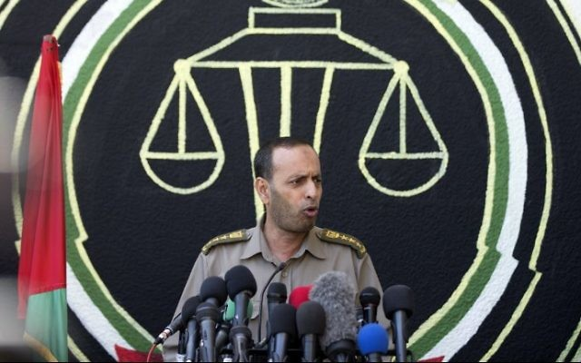 Nasser Suleiman, head of Hamas's military court in Gaza speaks to the press in Gaza City on May 21, 2017. (MAHMUD HAMS / AFP)