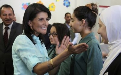 A picture taken on May 21, 2017 shows US Ambassador to the UN Nikki Haley (L) meeting with Syrian refugee students in the Jordanian capital Amman. (AFP Photo/AP Pool/Raad Adayleh)