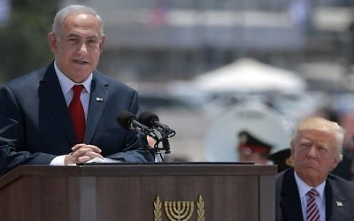 Prime Minister Benjamin Netanyahu (L) speaks during a welcome ceremony for US President Donald Trump (R) upon his arrival at Ben Gurion International Airport on May 22, 2017. (AFP Photo/Mandel Ngan)