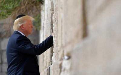 US President Donald Trump visits the Western Wall, the holiest site where Jews can pray, in Jerusalem's Old City on May 22, 2017. (AFP PHOTO / MANDEL NGAN)