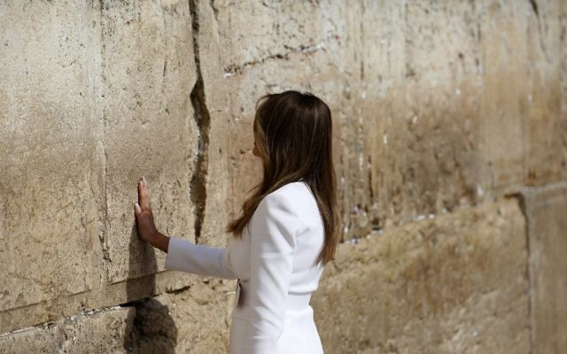US First Lady Melania Trump visits the Western Wall, the holiest site where Jews can pray, in Jerusalem's Old City on May 22, 2017. (AFP PHOTO / POOL / RONEN ZVULUN)