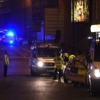 Police stand guard at the scene of a suicide bombing in which 23 people were killed during a concert by US pop star Ariana Grande in Manchester, England, on May 23, 2017. (AFP Photo/Paul Ellis)