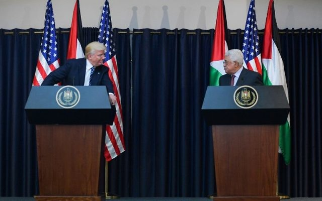 US President Donald Trump, left, and President of the Palestinian Authority Mahmoud Abbas give a joint press conference at the presidential palace in the West Bank city of Bethlehem, May 23, 2017. (AFP/Mandel Ngan)
