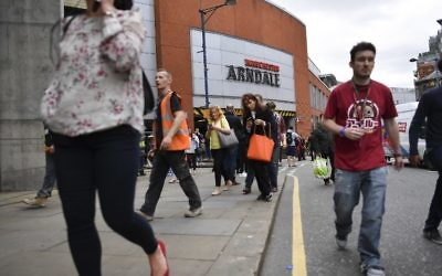 People leave the Arndale Centre as the shopping mall is evacuated in Manchester, northwest England, following a security alert, May 23, 2017. (AFP/Ben STANSALL)