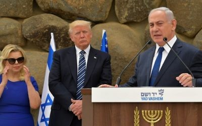 Prime Minister Benjamin Netanyahu (R) delivers a speech as his wife Sara and US President Donald Trump listen during a ceremony at the Yad Vashem Holocaust Memorial museum on May 23, 2017, in Jerusalem. (MANDEL NGAN / AFP)