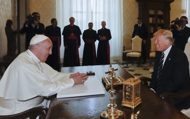 Pope Francis (L) meets with US President Donald Trump during a private audience at the Vatican on May 24, 2017. (Alessandra Tarantino / POOL / AFP)