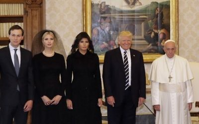 Pope Francis (R) stands with US President Donald Trump, US First Lady Melania Trump (C), the daughter of US President Donald Trump Ivanka Trump and White House senior advisor Jared Kushner (L) during a private audience at the Vatican on May 24, 2017. (AFP PHOTO / POOL / Alessandra Tarantino)