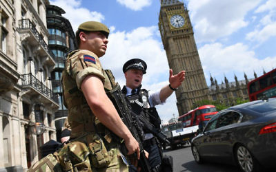 A British Army soldier patrols with an armed police officer near the Houses of Parliament in central London on May 24, 2017. (Justin Tallis/AFP)