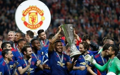 Manchester United's players including Ecuadorian midfielder Antonio Valencia (C) celebrate with the trophy after the UEFA Europa League final football match Ajax Amsterdam v Manchester United on May 24, 2017 at the Friends Arena in Solna outside Stockholm. (AFP/Odd ANDERSEN)