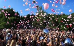 Well-wishers release thousands of balloons into the sky during a vigil to commemorate the victims of the May 22 attack on Manchester Arena at Tandle Hill Country Park in Royton, northwest England, on May 26, 2017. (AFP/Lindsey Parnaby)