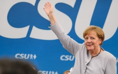 German Chancellor Angela Merkel waves after delivering a speech during a joint campaigning event of the Christian Democratic Union (CDU) and the Christian Social Union (CSU) in Munich, southern Germany, on May 27, 2017. (AFP PHOTO / dpa / Matthias Balk)