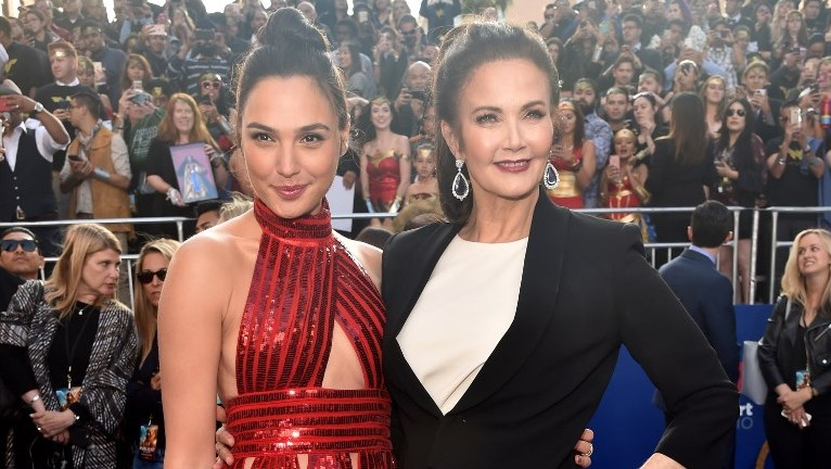 """Actors Gal Gadot (L) and Lynda Carter attend the premiere of Warner Bros. Pictures' """"Wonder Woman"""" at the Pantages Theatre on May 25, 2017 in Hollywood, California.   (Alberto E. Rodriguez/Getty Images/AFP)"""