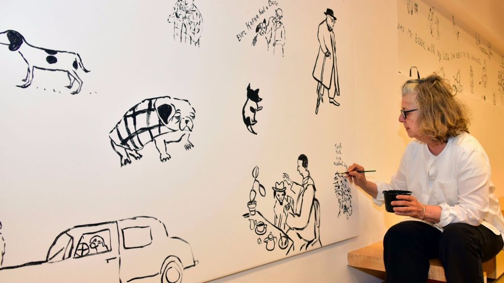 Illustrator Maira Kalman putting the finishing touches on her mural at the Israel Museum's Youth Wing, part of the 'Cats and Dogs' exhibit (Courtesy Benni Maor)