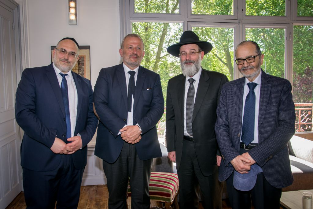 Mayor of Sarcelles, Francois Pupponi, center, after meeting with Rav Dovid Hofstedter. (Courtesy)
