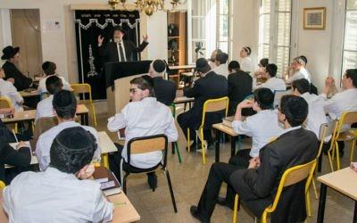 Dirshu's Nasi and Leader Rav Dovid Hofstedter speaks to students in France. (Courtesy)