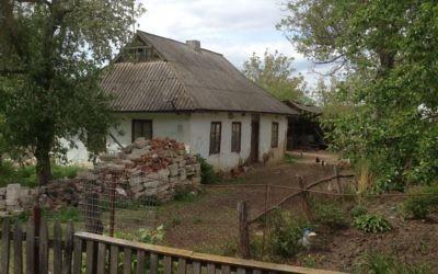 A typical shtetl-style house in Ukraine. (Sue Surkes)