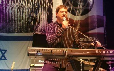 Sam Glaser in concert. (Courtesy)