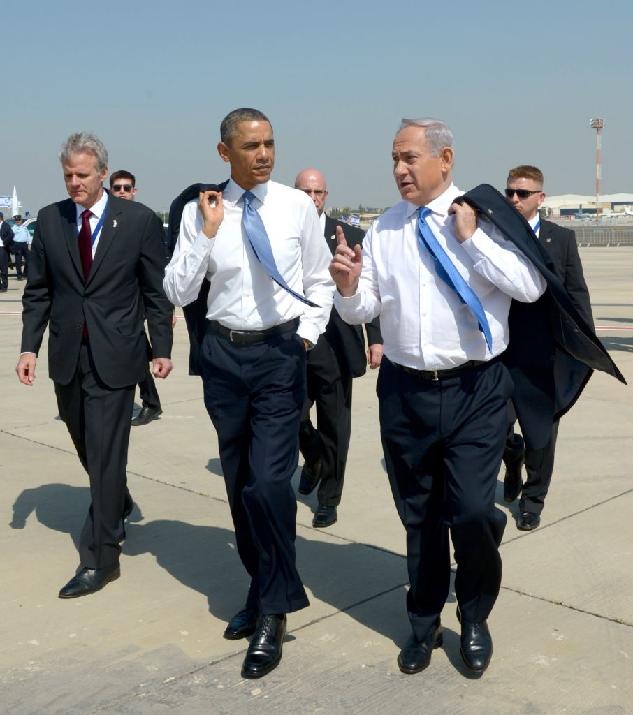 Then-Israeli ambassador Michael Oren, left, accompanies US president Barack Obama and PM Netanyahu minutes after Obama arrived at Ben Gurion Airport, March 2013 (GPO)
