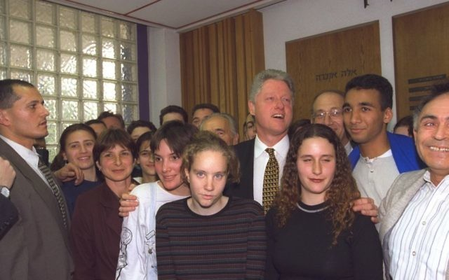 US President Bill Clinton with high school students from the Beit Hinuch school in Jerusalem, March 1996 (Avi Ohayun/GPO)