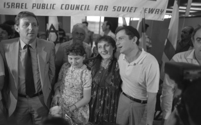 Prisoner of Zion Yuli Edelstein (R) with his wife Tatyana (2R), daughter Yulia (3R), after his arrival at Ben Gurion Airport, May 1987. (Nati Harnik/GPO)