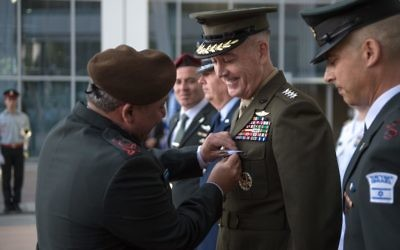 IDF Chief of Staff Gadi Eisenkot awards Chairman of the US Joint Chiefs of Staff Joseph Dunford with a Medal of Appreciation at the army's Tel Aviv headquarters on May 9, 2017. (IDF Spokesperson's Unit)