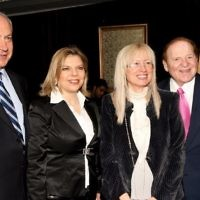 American billionaire businessman Sheldon Adelson (R) and his wife Miriam meet Benjamin Netanyahu and his wife Sara at the International Conference Center in Jerusalem, May 13, 2008. (Anna Kaplan/Flash90/File)