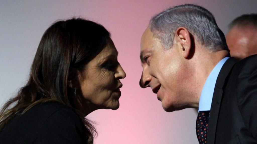 Prime Minister Benjamin Netanyahu (R) with Israel Radio's military correspondent Carmela Menashe seen at an awards ceremony on Nov. 24, 2010 . (Abir Sultan/Flash 90)