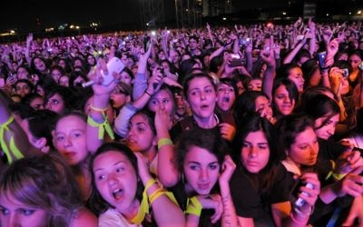 Fans of the Canadian pop star Justin Bieber wait for his arrival on stage before his first concert in Tel Aviv, April 14, 2011. (Gili Yaari / Flash 90)