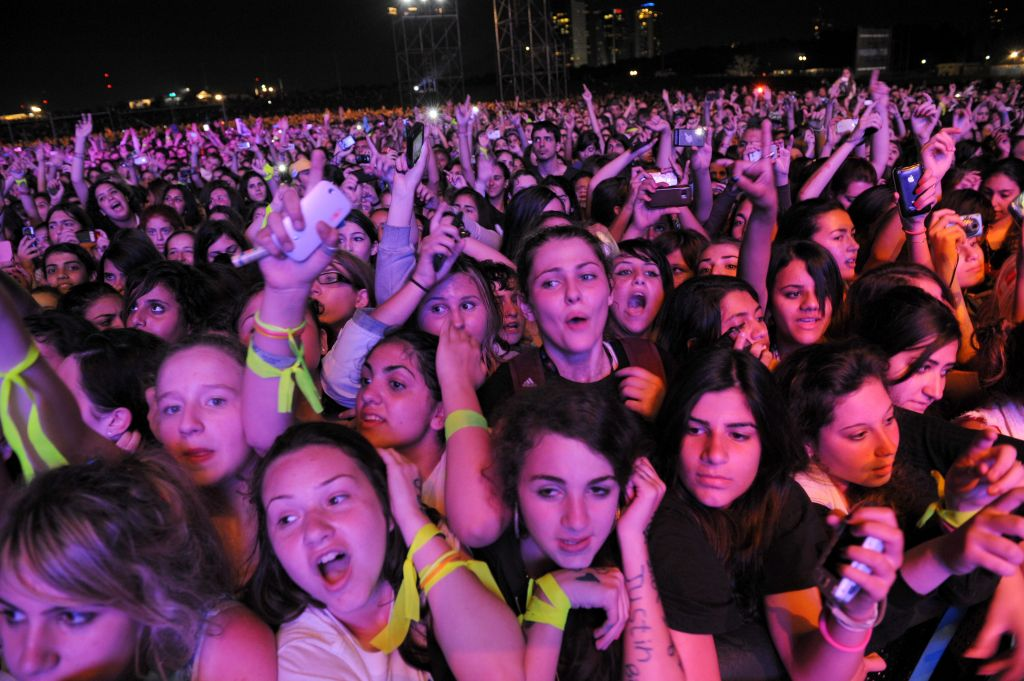 Bieber's baby: First song sends concert goer into labor ...