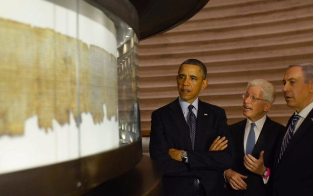 Then-US president Barack Obama and Prime Minister Benjamin Netanyahu examine the Dead Sea Scrolls, in the Shrine of the Book at the Israel Museum, during Obama's visit to Israel in March 2013. (Amos Ben Gershom/GPO/Flash90)