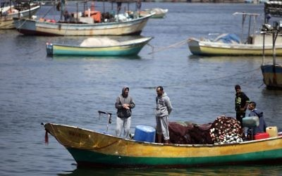 Palestinian fishermen at the Gaza City port, May 13, 2015. (Aaed Tayeh/Flash90)