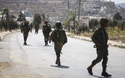 Illustrative image of Israeli soldiers in the West Bank village of Qusra near the city of Nablus, on August 9, 2016. (Flash90)