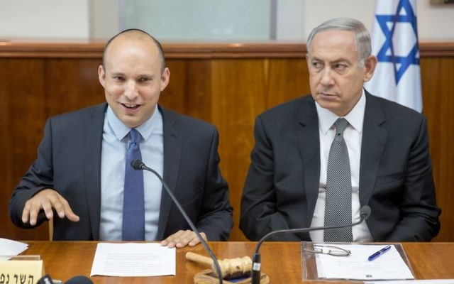 Prime Minister Benjamin Netanyahu (R) seen with Education Minister Naftali Bennett at the weekly cabinet meeting in Jerusalem on August 30, 2016. (Emil Salman/POOL)