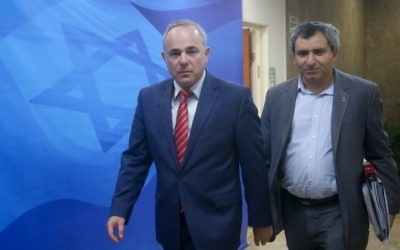Energy Minister Yuval Steinitz (L) and Environmental Protection Minister Ze'ev Elkin arrive at the weekly cabinet meeting at the Prime Minister's Office in Jerusalem on September 27, 2016. (Marc Israel Sellem/POOL/Flash90)