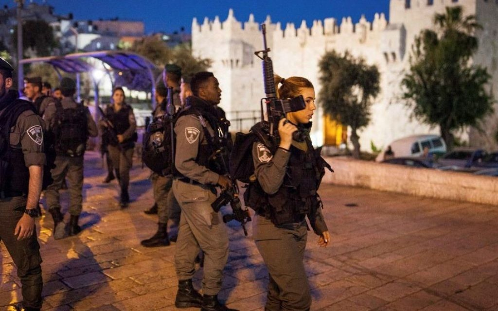 Illustrative: Border Police officers secure the area in front of Damascus Gate after a brief conflict with some Palestinian men on April 24, 2017. (Noah Park/Flash90)