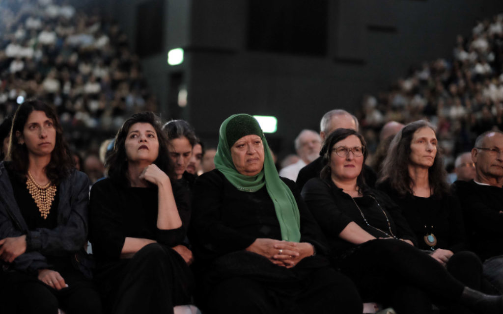 Participants at an Israeli-Palestinian memorial ceremony held in Tel Aviv on April 30, 2017, as Israel marked its annual Memorial Day for fallen soldiers and victims of terror. (Tomer Neuberg/Flash90)