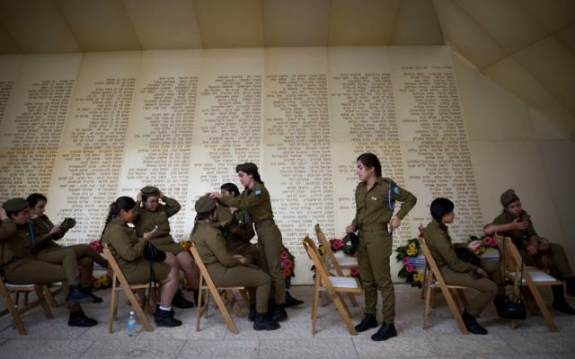 """Israeli soldiers prepare before a ceremony marking Remembrance Day for Israel's fallen soldiers and victims of terror, at the """"Yad Labanim"""" memorial in Jerusalem on April 30, 2017. (Yonatan Sindel/Flash90)"""