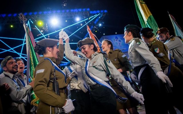 Israeli soldiers celebrate during the official state ceremony of Israel's 69th Independence Day at Mount Herzl, Jerusalem, on May 1, 2017. (Hadas Parush/Flash90)