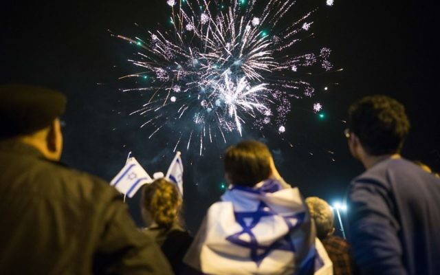 People watch fireworks during the Israel's 69th Independence Day celebrations in Downtown Jerusalem on May 1, 2017. (Yonatan Sindel/Flash90)