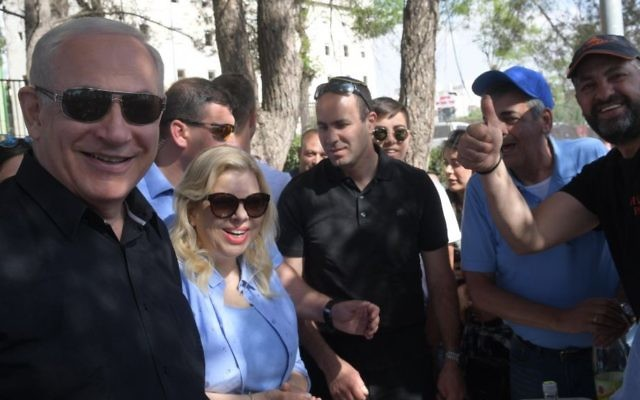 Prime Minister Benjamin Netanyahu and his wife Sara take part in Independence Day festivities in Jerusalem, May 2, 2017. ( Amos Ben Gershom/GPO)