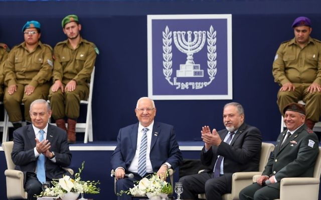 President Reuven Rivlin, 2nd left, Prime minister Benjamin Netanyahu, left, Defense Minister Avigdor Liberman, 2nd right, and IDF Chief of Staff Gadi Eizenkott at a ceremony for outstanding soldiers as part of Israel's 69th Independence Day celebrations, at the President's Residence in Jerusalem. May 2, 2017. (Hadas Parush/Flash90)